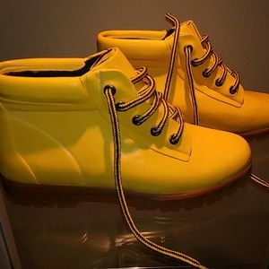 Land's End Yellow Boots - 8  - B18